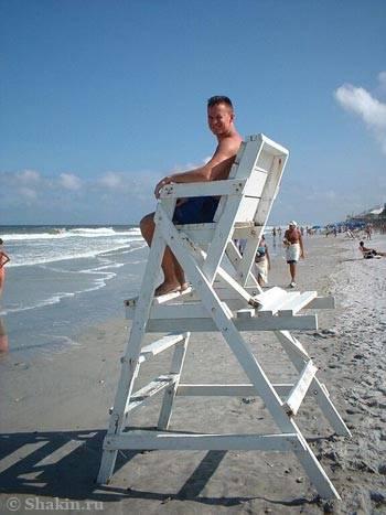 Я сижу на вышке пляжных спасателей