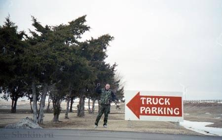 Глобатор зимой на стоянке для траков в штате Техас