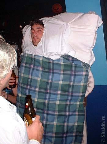 Оригинальный костюм на Хэллоуин - человек-кровать