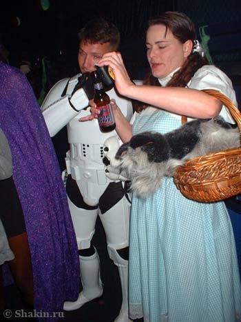 Дороти с собачкой Тото из «Волшебника из страны Оз»