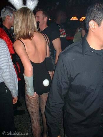 Хэллоуин девушка в костюме зайчика