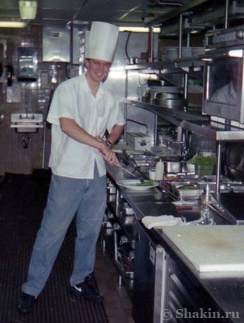 Глобатор работает поваром в Америке