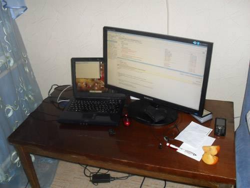 Сергей Кокшаров - рабочее место на съемной квартире в Харькове