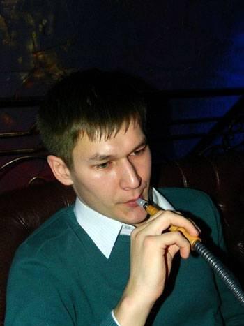 Пётр Александров с кальяном