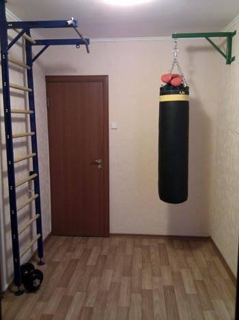 Боксерский мешок в офисе Макса Пастухова