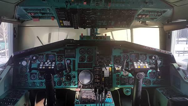Кабина пилотов ТУ-144
