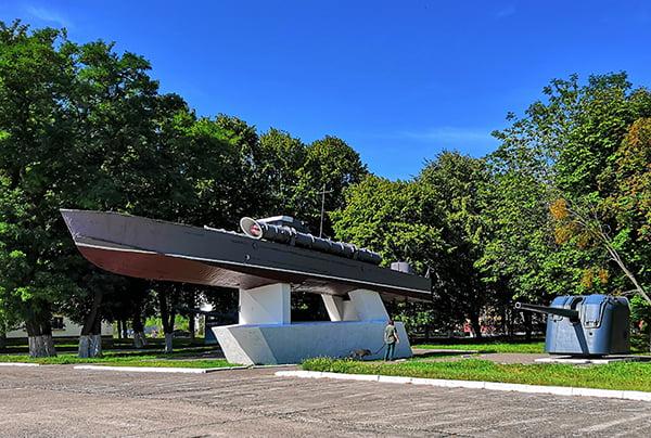 Памятник торпедному катеру