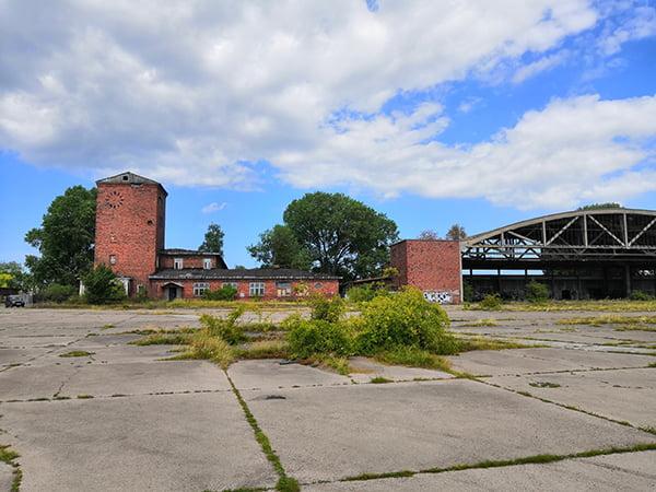 погуляли по старому немецкому аэродрому
