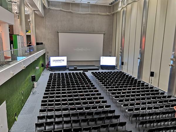 самый большой экран из всех конференций